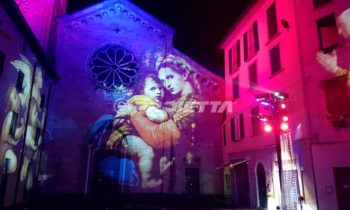 sacred images projections on the facade of Como church